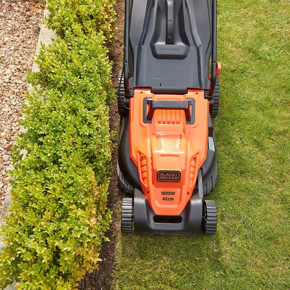 BLACK + DECKER electric lawn mower cutting width
