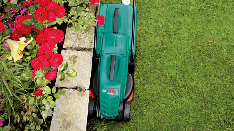 Bosch 32R Lawn Mower cuts close to edges of grass